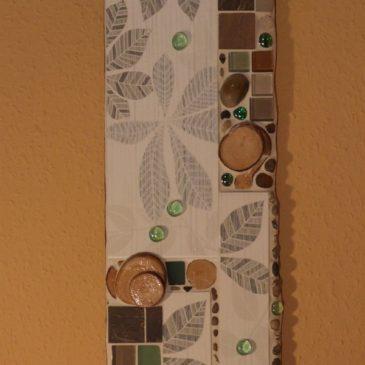 Mosaikbild mit Holz und Blättern