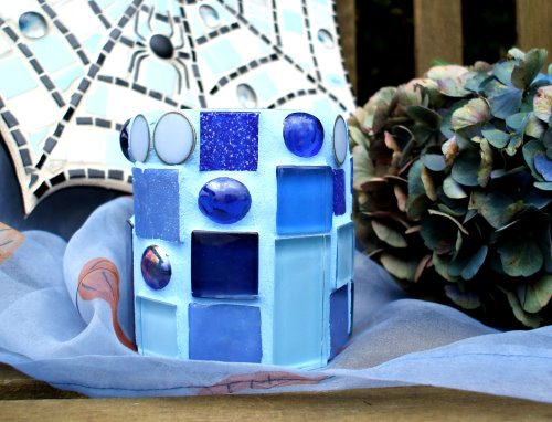 blaues Mosaik Windlicht mit Hortensien