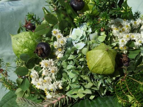 Herbststrauß mit Herbstfrüchten