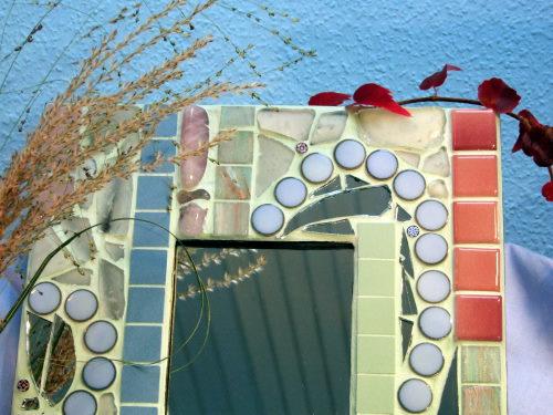 Mosaikspiegel in rosa und blau