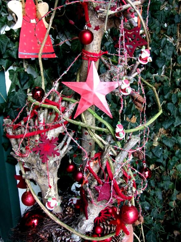 Weihnachtsdeko im Vorgarten