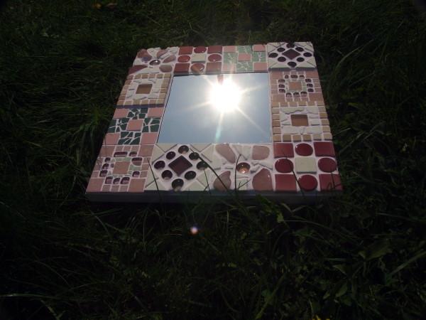 rosa mosaikspiegel meriseimorion. Black Bedroom Furniture Sets. Home Design Ideas