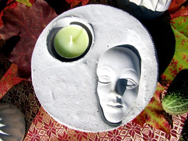 Kerzenteller mit Betonmaske