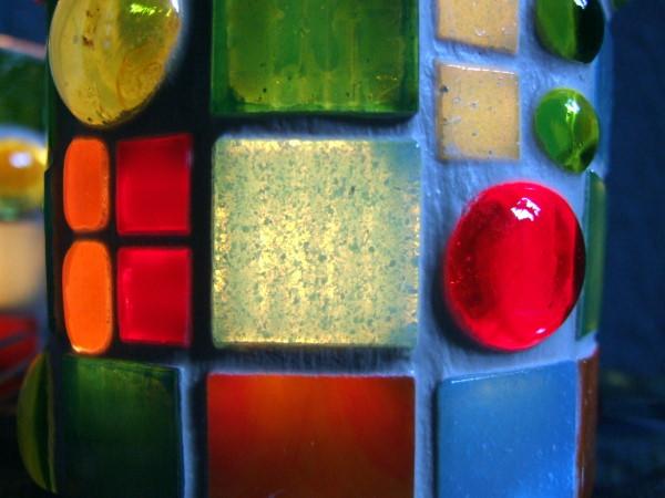 Mosaik  Windlicht in Regenbogenfarben