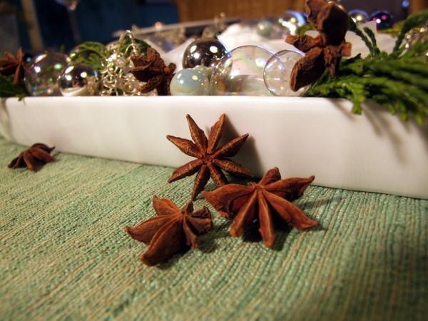 weihnachtsdeko mit sternanis