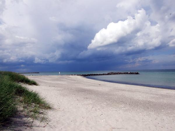 Wolken am Strand