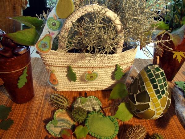 herbstliche Tischdeko mit Birnen und Äpfeln