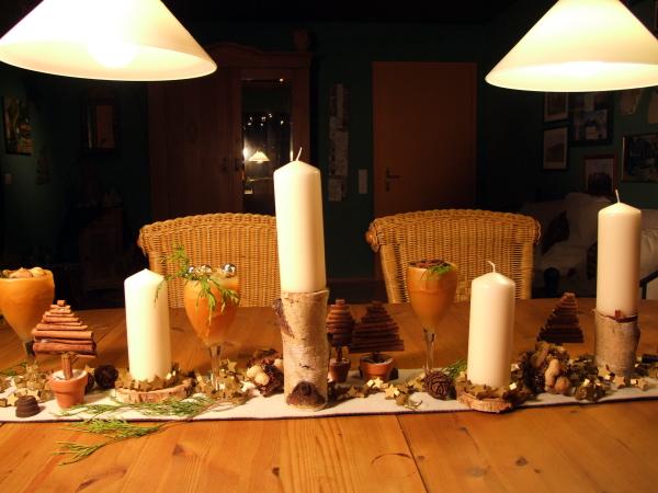 Adventsdeko mit Birkenstämmen