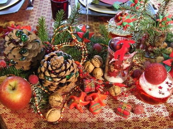 weihnachtliche tischdekoration in rot meriseimorion. Black Bedroom Furniture Sets. Home Design Ideas