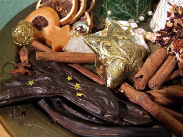 Weihnachtsbasteln mit Zimt und Sternanis