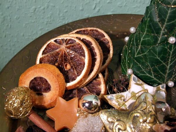 Weihnachtsdeko mit Duft und Orangenscheiben