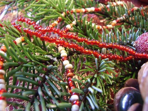 Tischdeko mit Perlen zu Weihnachten