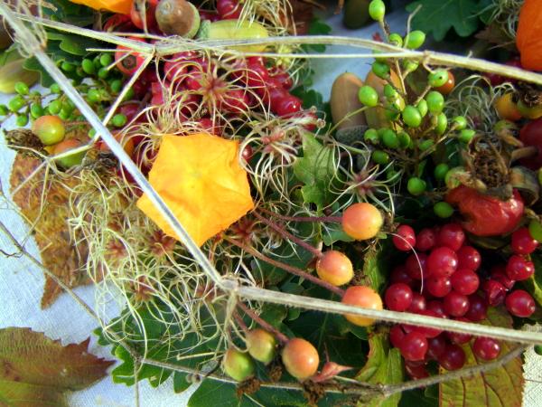 Herbstkranz basteln mit Lampions