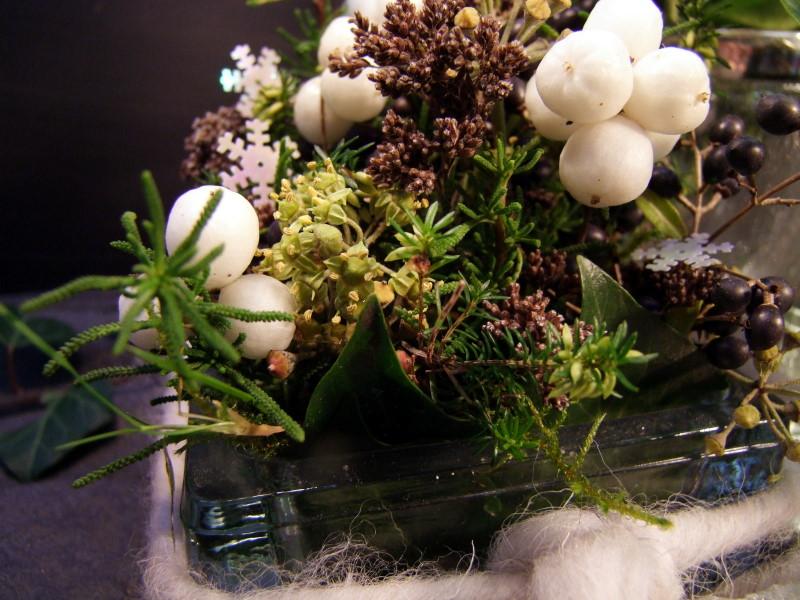 Herbstdeko mit Schneebeeren und Liguster