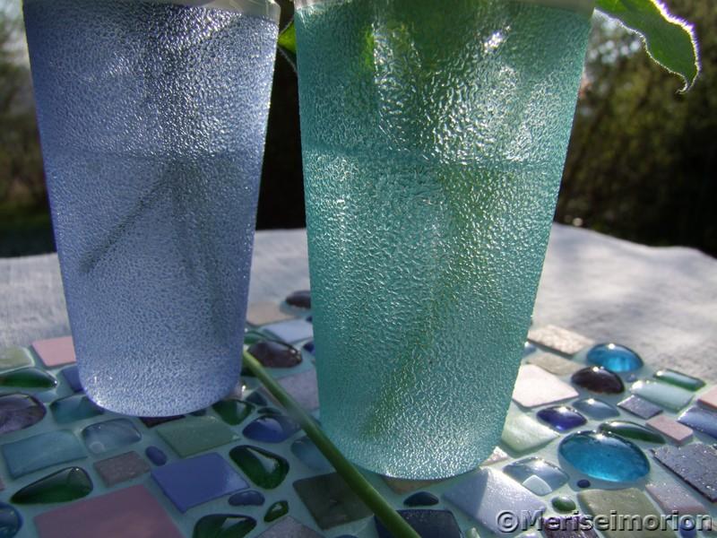 Tischdeko mit blauen Traubenhyazinthen