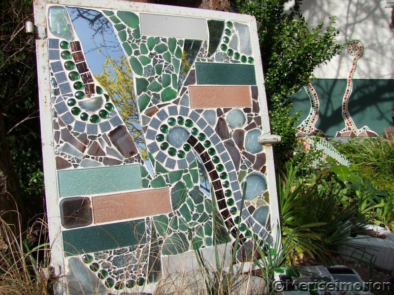 Frühling im Mosaik Garten