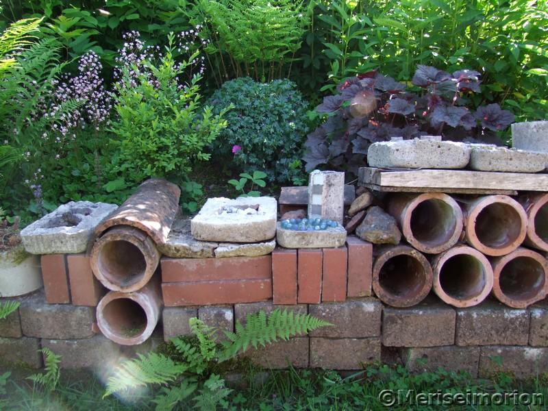Selbstgemachte Gartenmauer