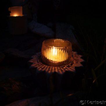 Kerzen im Garten