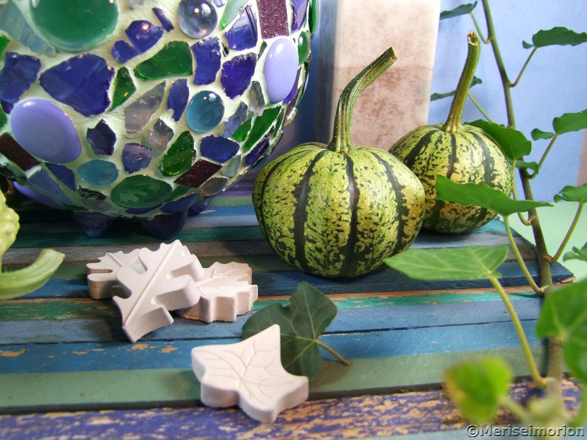 Herbstdeko in Grau, Grün und Blau