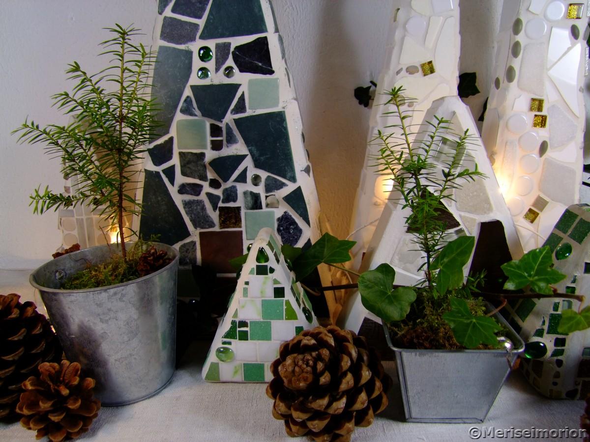 Weihnachtswald mit Zapfen