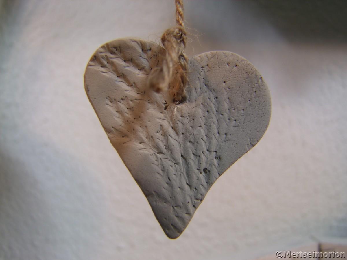 Herz aus selbst trocknendem Ton