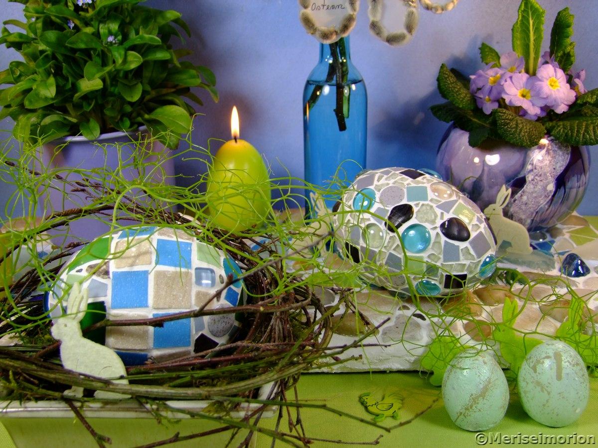 Osterdeko mit Mosaik Ostereiern