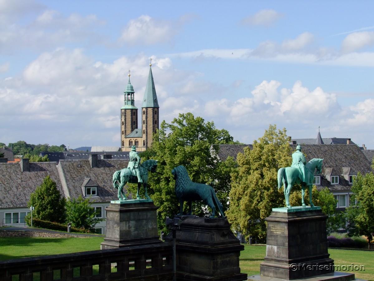 Bronzefiguren vor der Kaiserpfalz