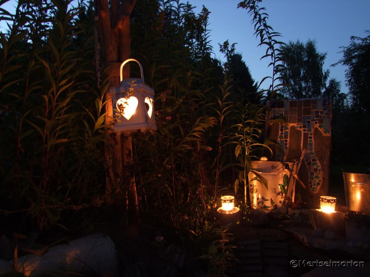 Sommernacht im Mosaik Garten