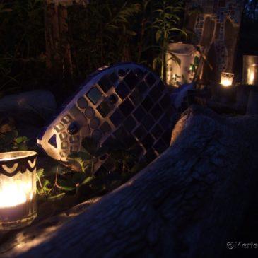 Eine Sommernacht im Mosaik Garten