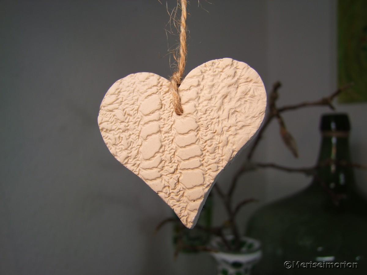 Herzen basteln aus Ton