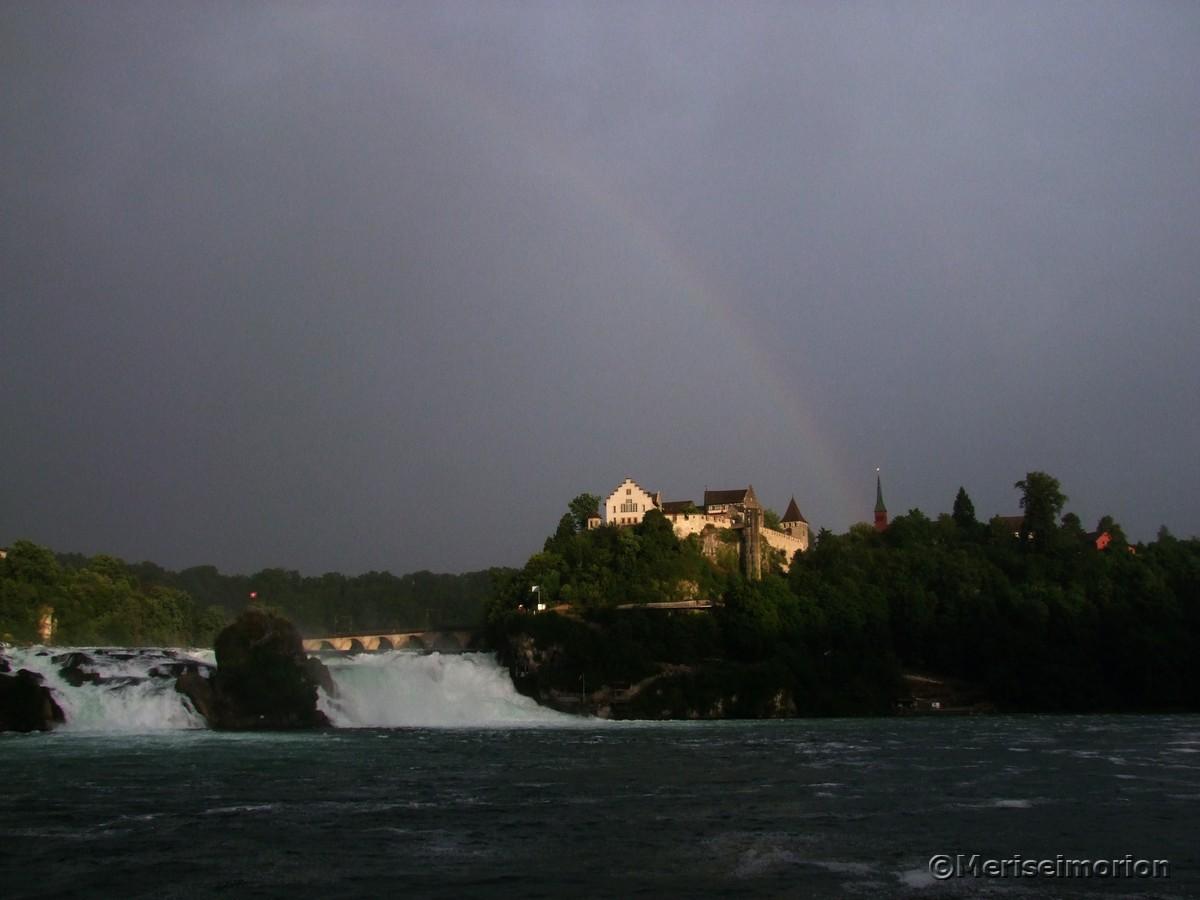 Rheinfall Schaffhausen mit Regenbogen