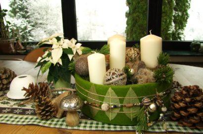 Eine Adventsdeko in weiß