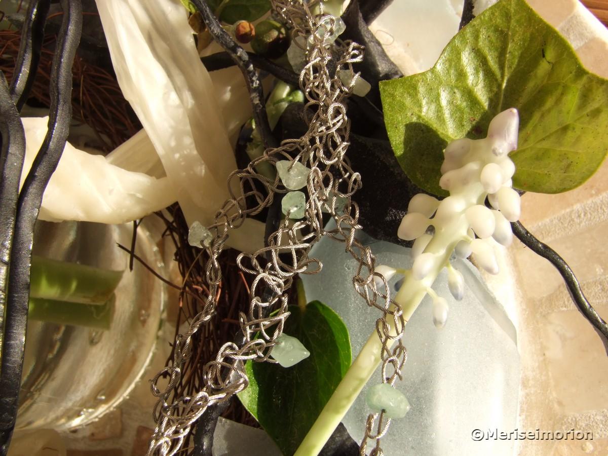 Dekokranz mit gewachsten Blüten