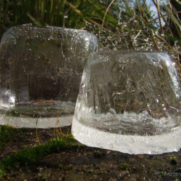 Eislaternen im Garten