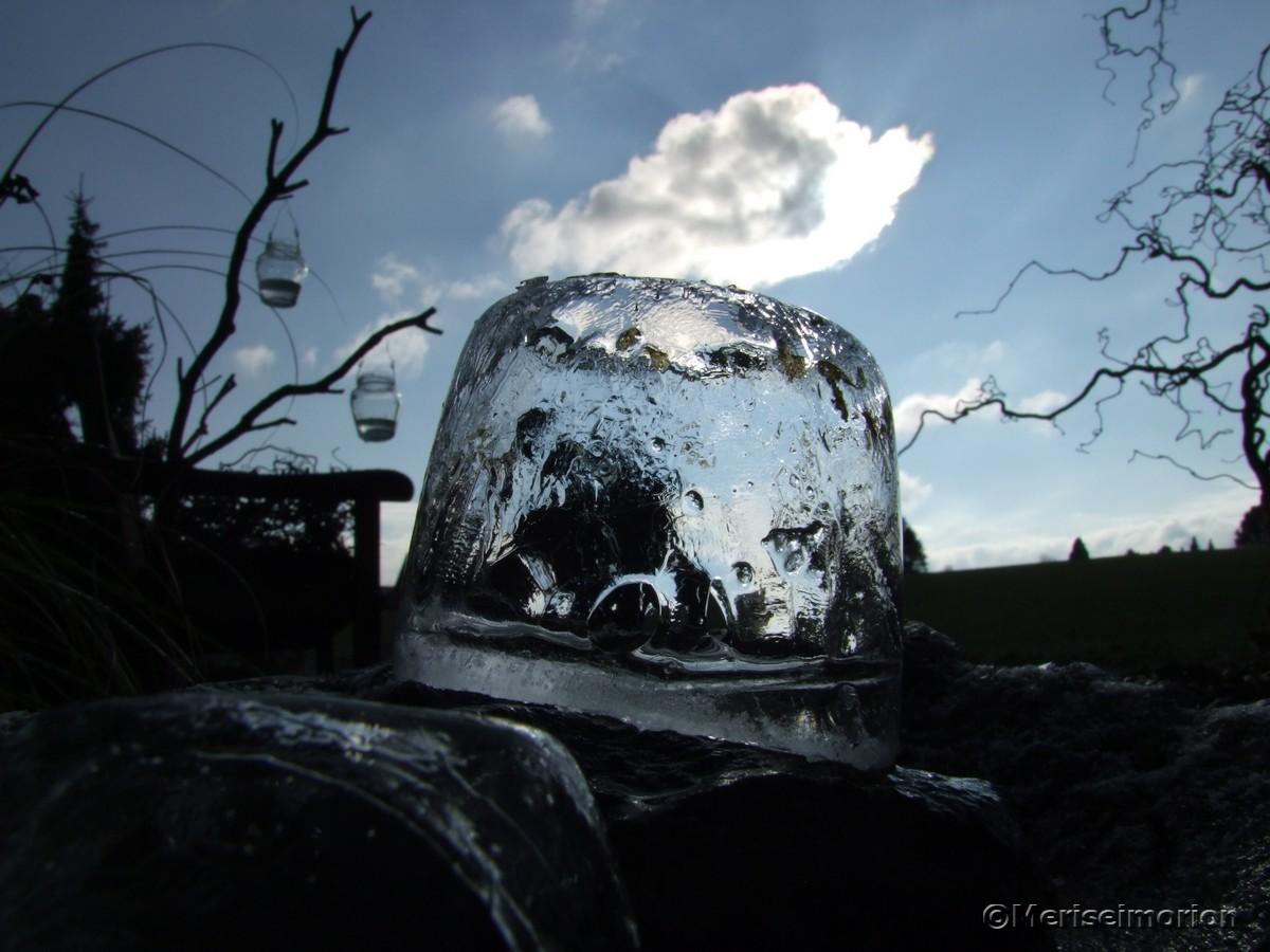Eislichter im Sonnenschein