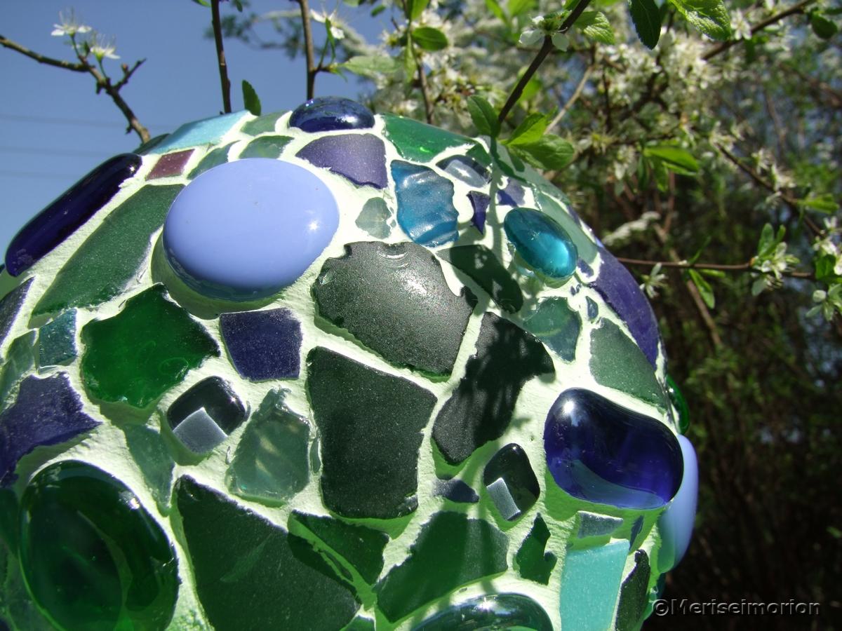 Mosaik Windlichter im Garten