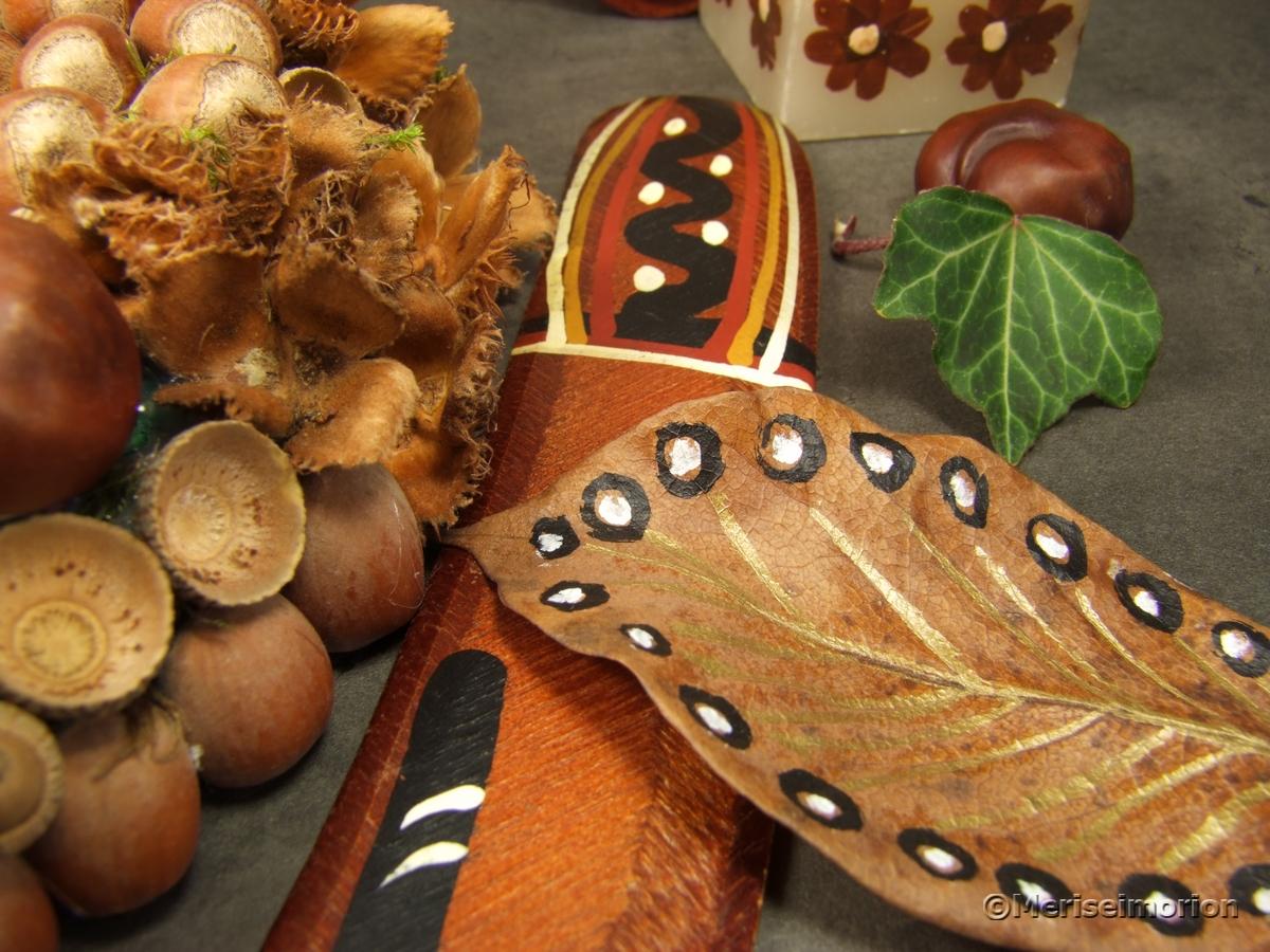 Herbstblätter mit Punkten bemalen