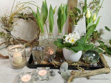 Tablett Deko mit weissen Tulpen
