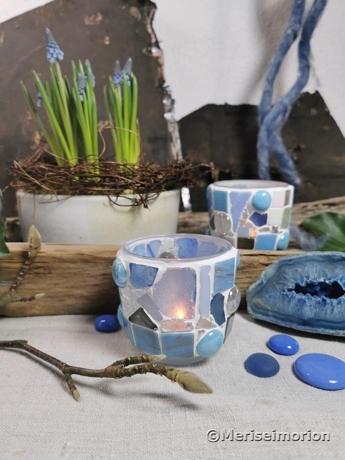 Blaue Mosaikwindlichter